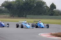 F4 smiech defends from Wauer