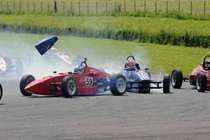 Formula Vee - Bailey and Farrence clash in race 1